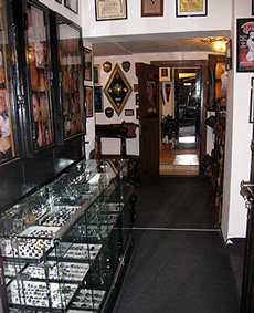 Show-window of jewelry and photographs of our works...